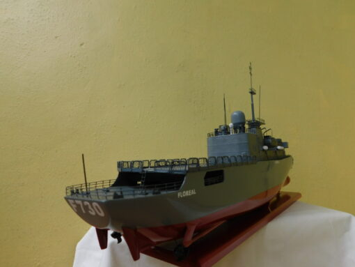 The frigate Floreal Military Boat 54 cm 11